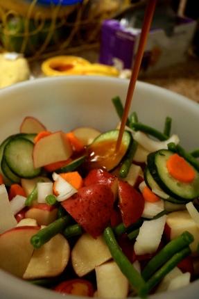 Pour sauce into vegetables